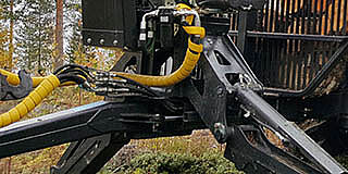 Hydraulic articulated drawbar helps steering
